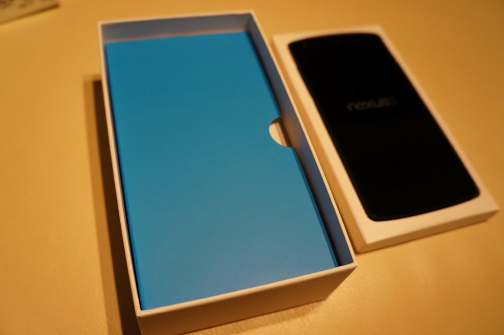 Nexus5-本体と箱